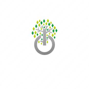 樹と成功と可能性のロゴ