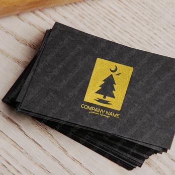 物語と杉とコウモリのロゴ