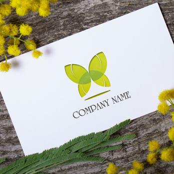 蝶とかわいいと飛ぶのロゴ