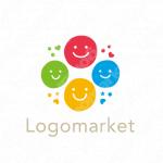笑顔と親しみやすいとコミュニケーションのロゴ