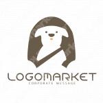 シートベルトと助手席と犬のロゴ