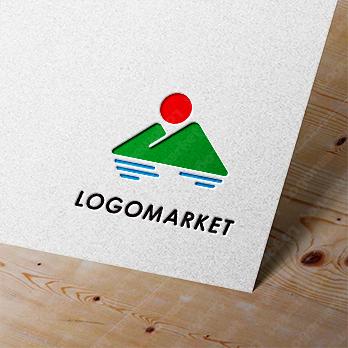 山と自然とシンプルのロゴ